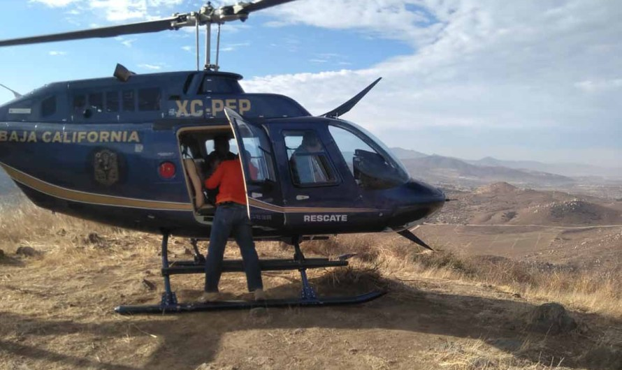 Helicopter rescues a family of five, they were abandoned in the mountains near the border with the USA