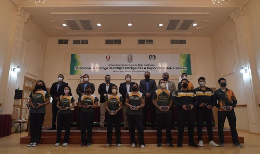 Reciben relojes inteligentes 115 atletas de la Universidad Autónoma de Baja California (UABC)