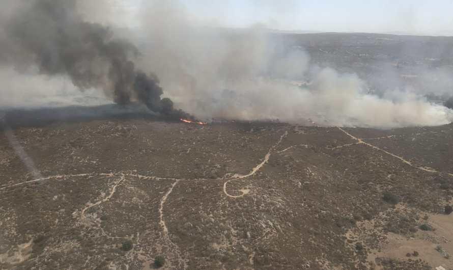 Con apoyo aéreo combaten incendios forestales durante la temporada crítica en Baja California