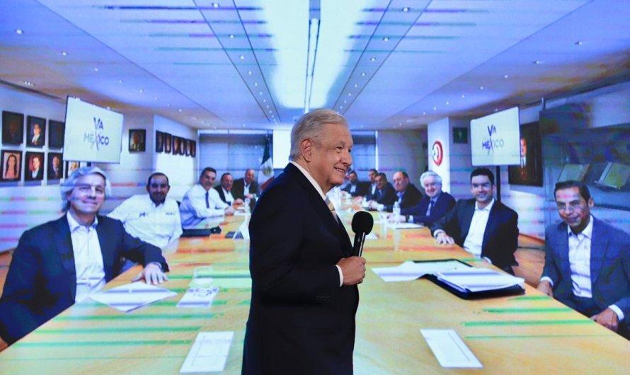 La foto de promiscuidad política de empresarios que critica López Obrador: ¿Paja en el ojo ajeno?