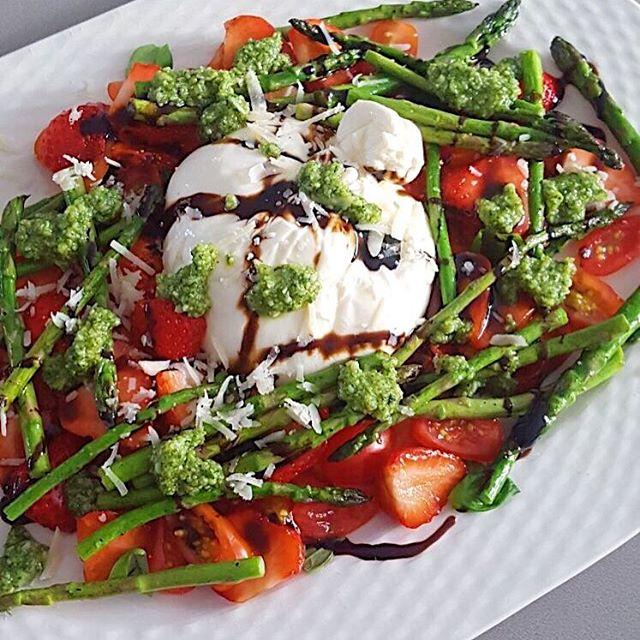 Burrata salade met groene asperges