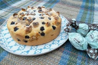 Blackberry and amaretti cake