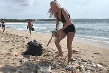 Garbage Continues To Overwhelm Kuta Beach