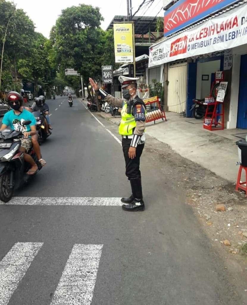 police man wearing mask