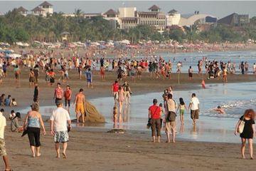 busy bali beach