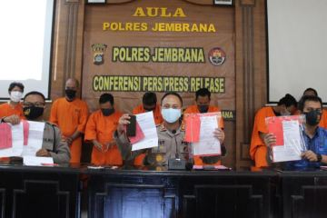 Bali Police Arrest Seven For Allegedly Selling Fake Travel Permits (2)