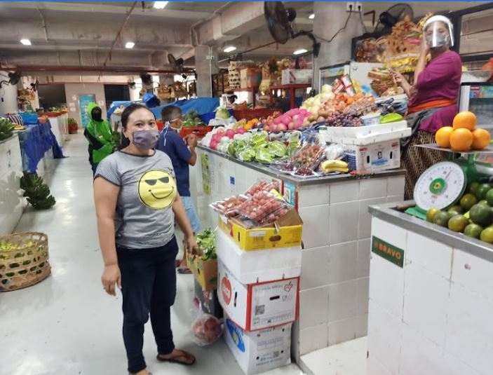 market traders wearing masks and shields
