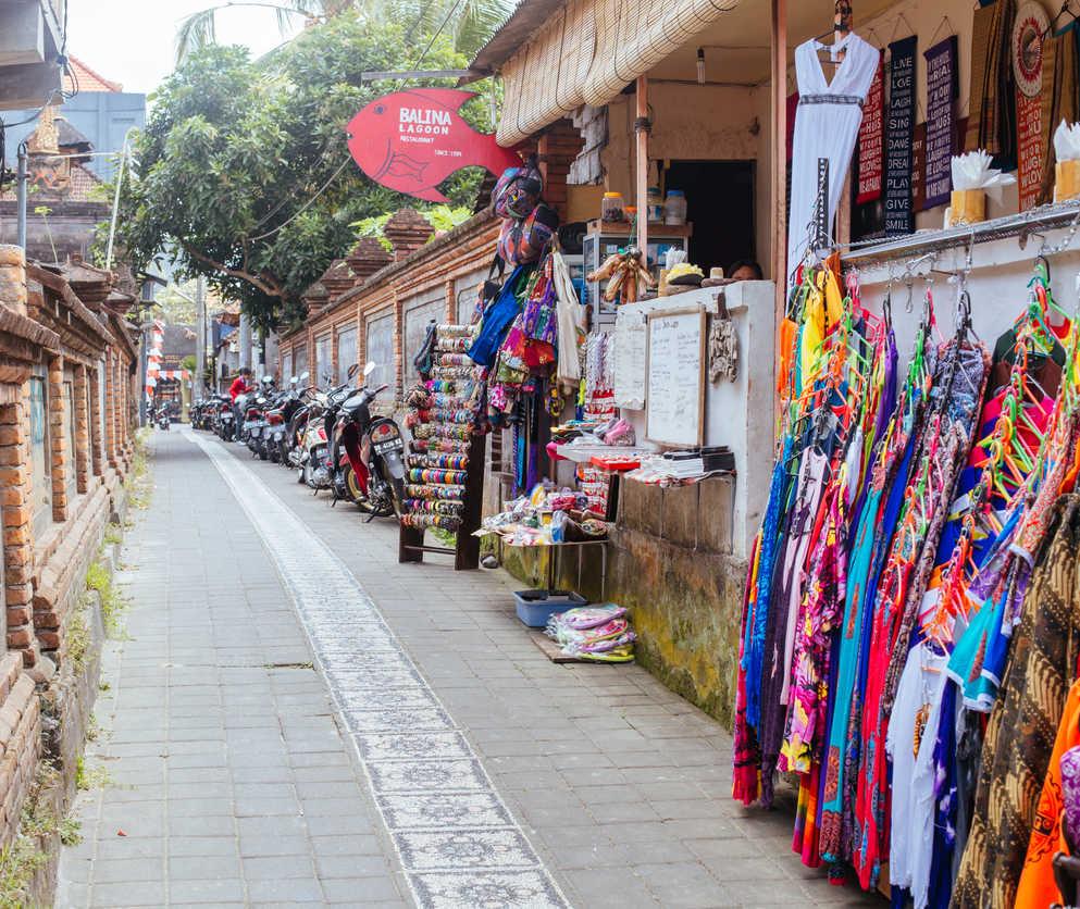 Empty bali street (1)