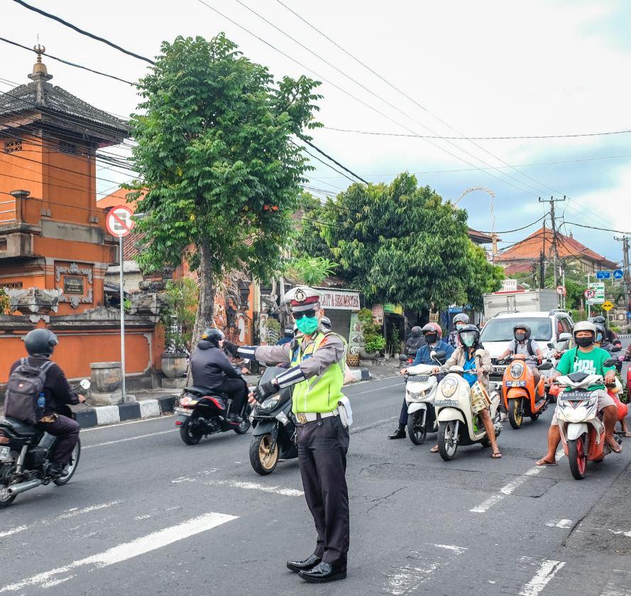 Bali traffic cop in mask