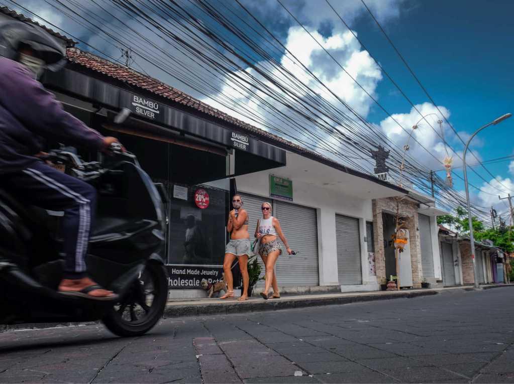 Bali tourists empty streets