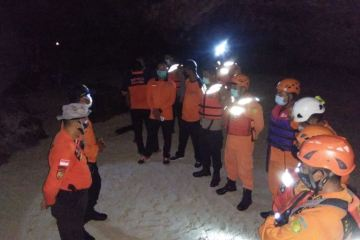 13 College Students Trapped By High Tide In Bali