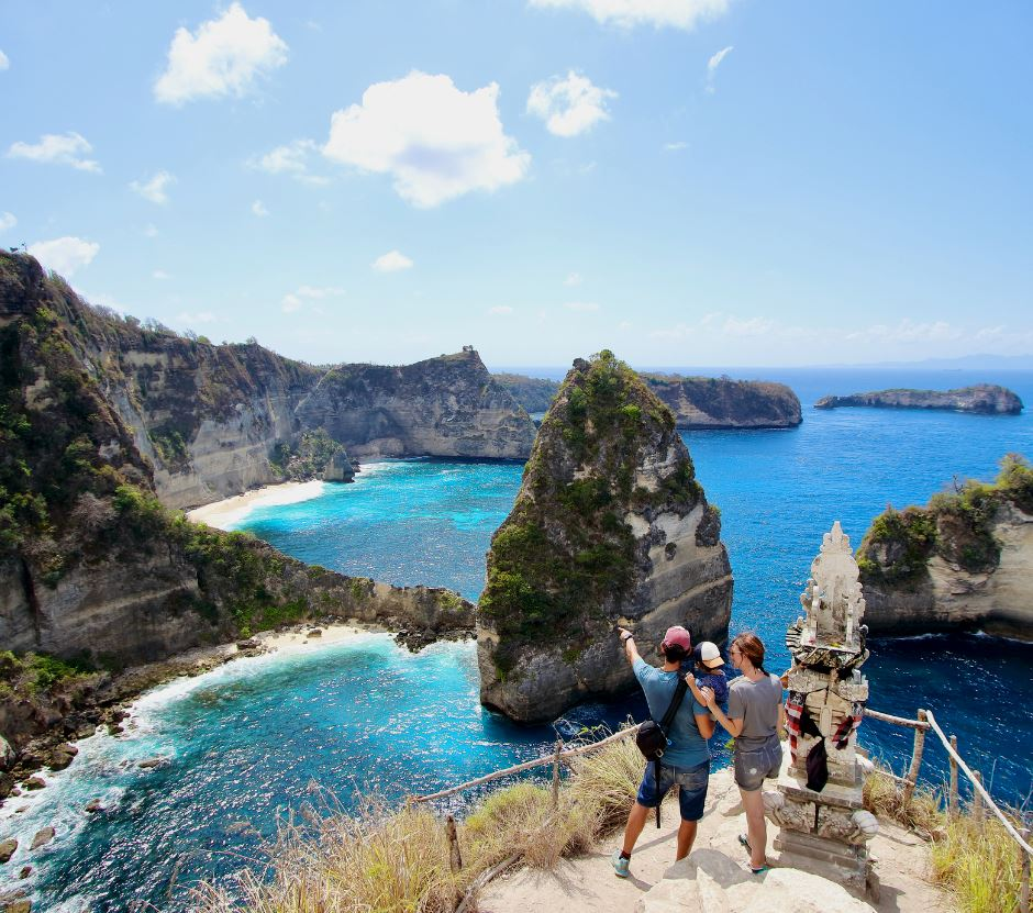 tourists nusa penida