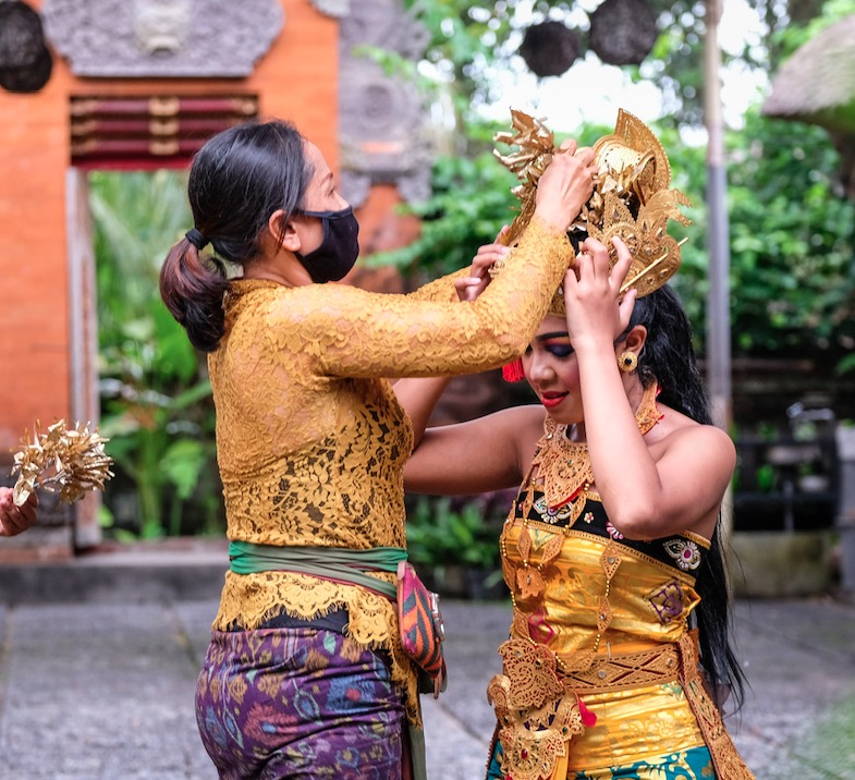 Bali entertainers