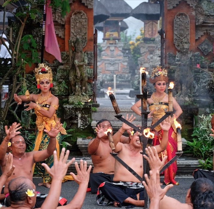 entertainers dancers in Bali