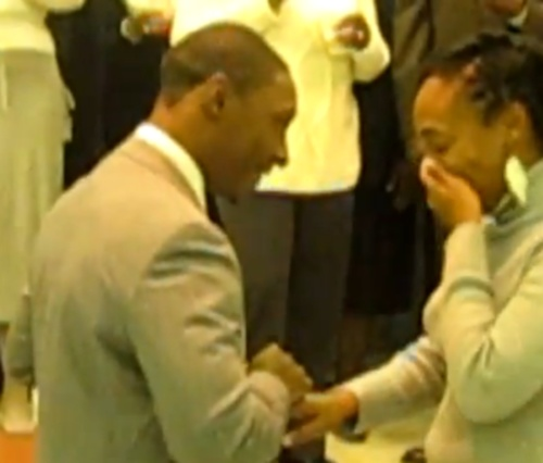 surprise-marriage-proposal-in-church