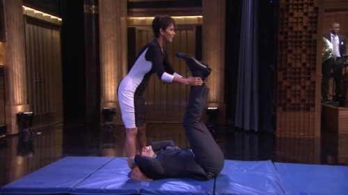 halle-berry-jimmy-fallon-this-is-how-we-roll-video