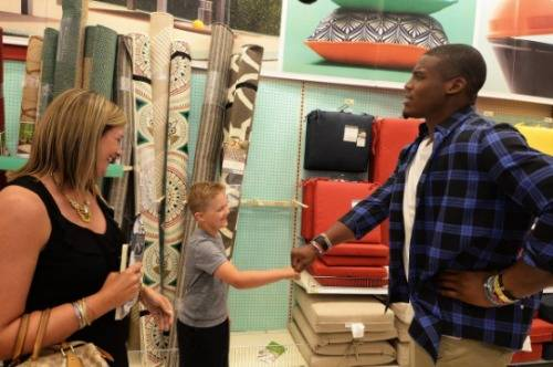 cameron-newton-helps-fans-fathers-day-shopping-1