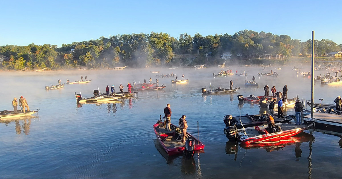 Boaters Out On Smith Lake.
