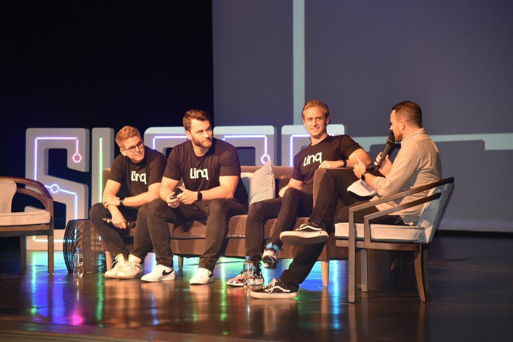 Linq, Startup