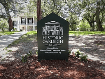 Historic Oakleigh Sign