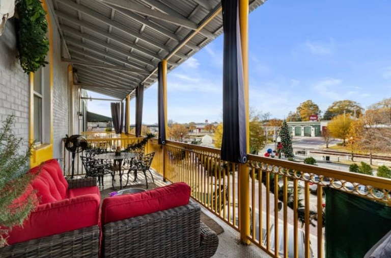 5 unique Airbnb's within 45 minutes of Auburn