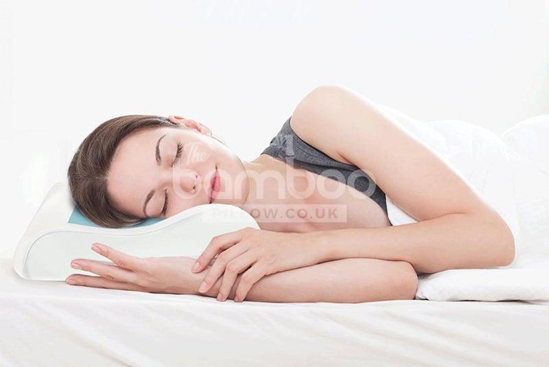 woman sleeping gel pillow