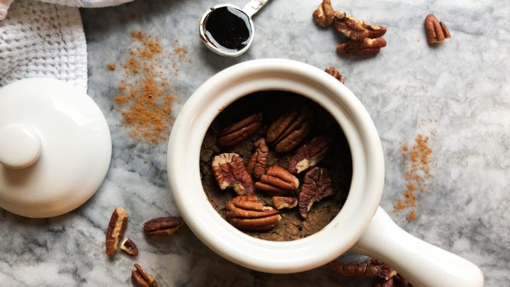 Single-serving Gingerbread Baked Oatmeal that's filled with plant-based protein for a filling and festive breakfast! These oats are perfectly spicy and sweetened with natural sugars.