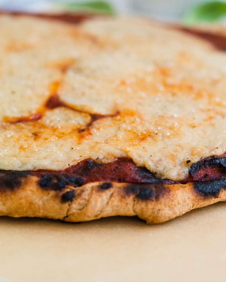 close up of grilled pizza crust