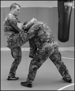 us_army_combatives_knee_Strike