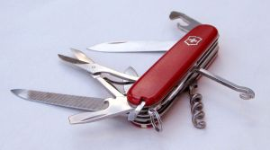 victorinox_swiss_army_pocket_knife_folding_features