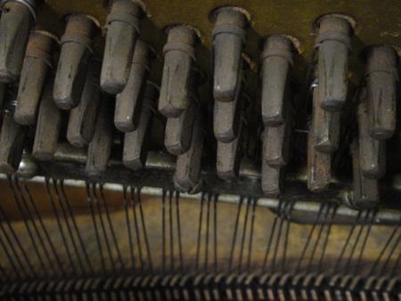 pianoinsides2.jpg