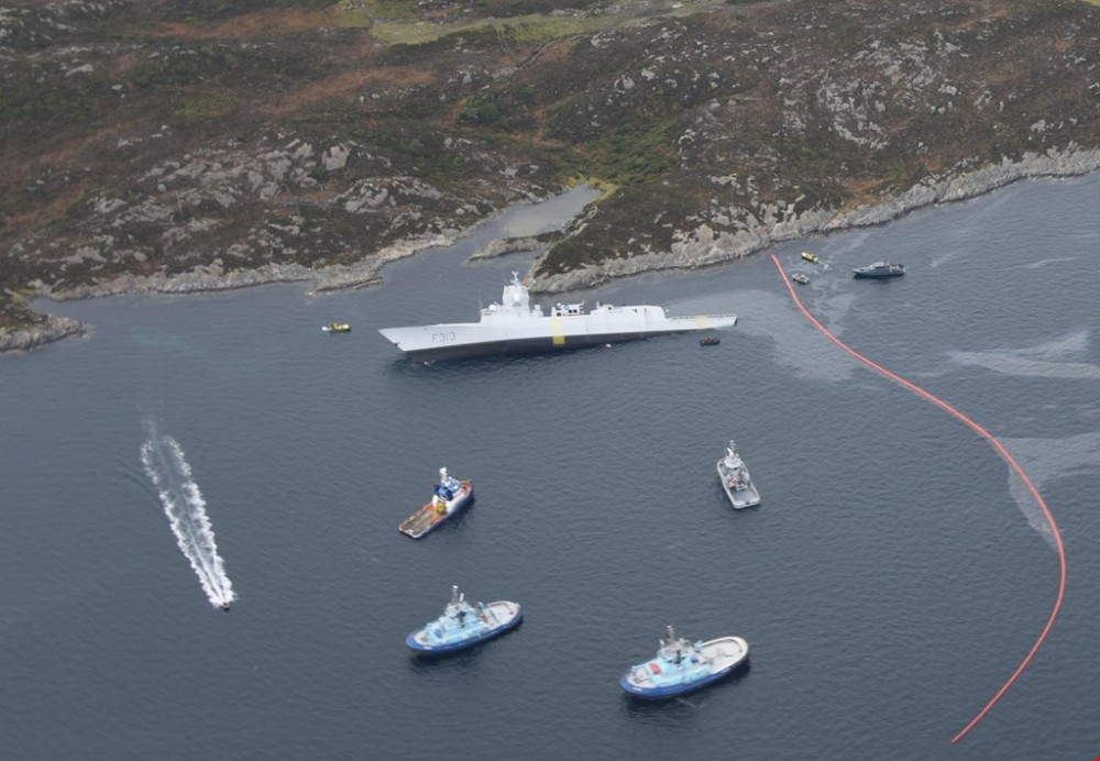 Norwegian frigate takes on water after collision with oil tanker | The Independent Barents Observer