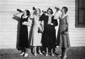 girls-drinking