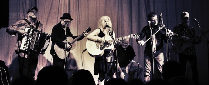 Emmylou Harris at the Haight Street Art Center, by Carolyn McCoy