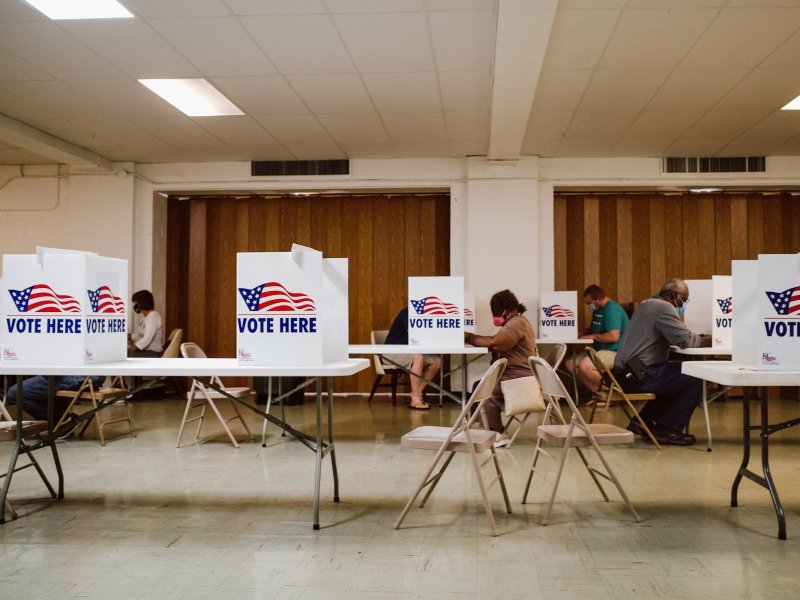 Missourians cast their vote during the state's primary elections Aug. 4. (Chase Castor/The Beacon)