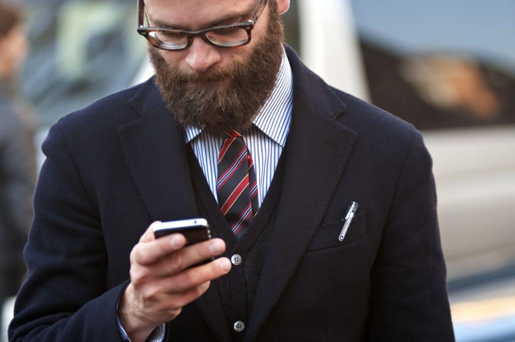 Angelo-Flaccavento-men-style-beard-glasses-tie-iphone-streetstyle