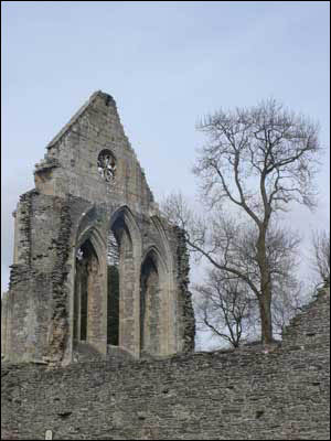 Free-standing church wall ruin
