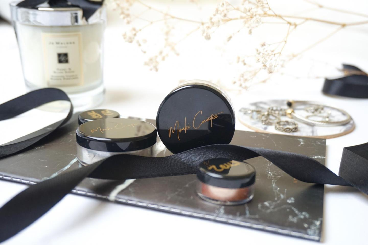Meraki Cosmetics by Kim ter Stege, Loose Powder Highlighters in Khione and Zelus