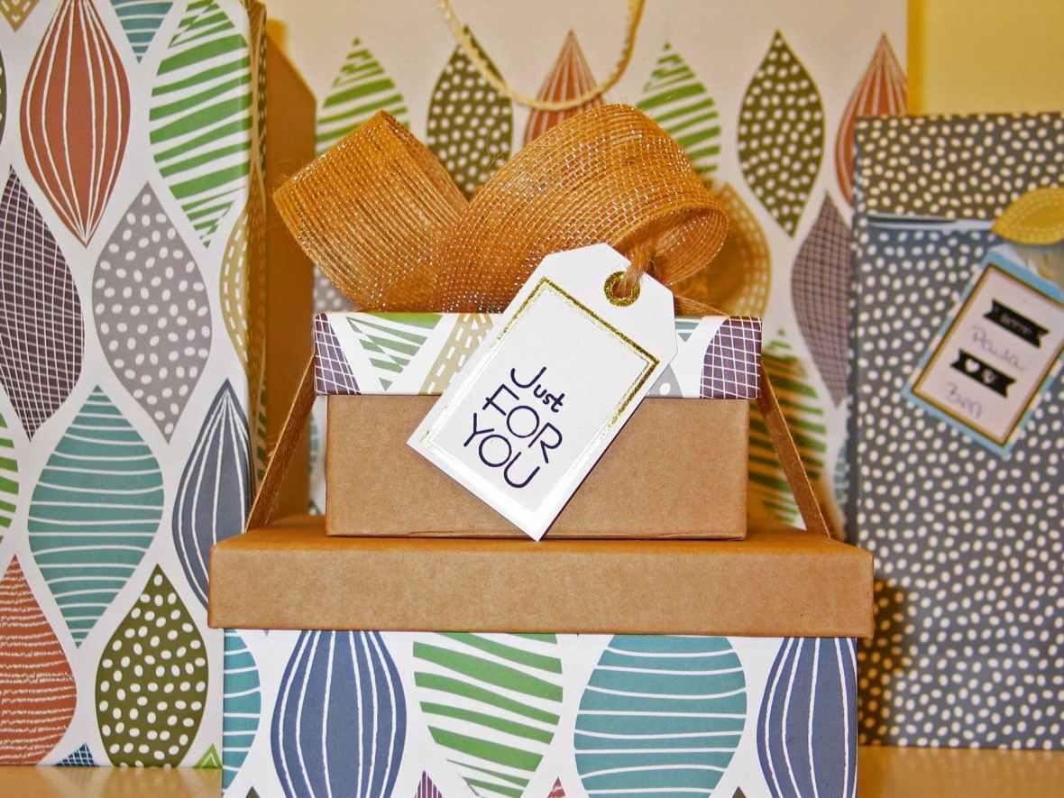 background birthday bow box