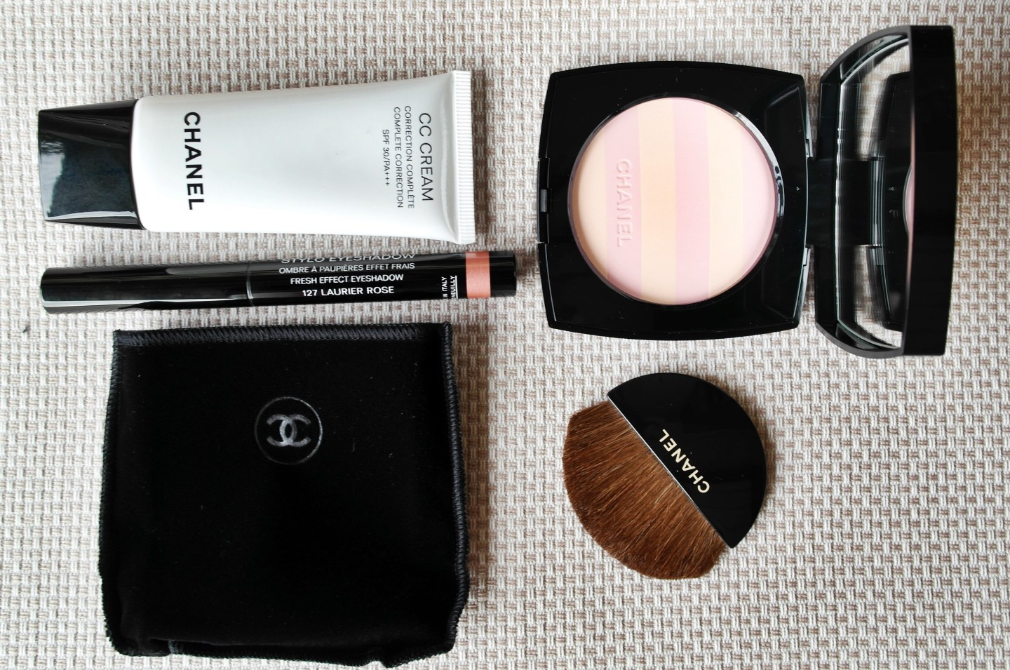 Chanel Stylo Fresh Effect Eyeshadow in Laurier Rose, Chanel Les Beiges Healthy Glow Multi-Colour Powder in Marinière and Chanel CC Cream