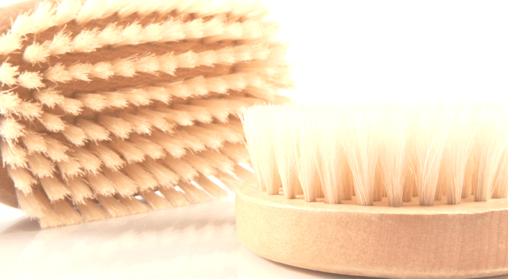 Everything you wanted to know about dry body brushing www.awelltravelledbeauty.com