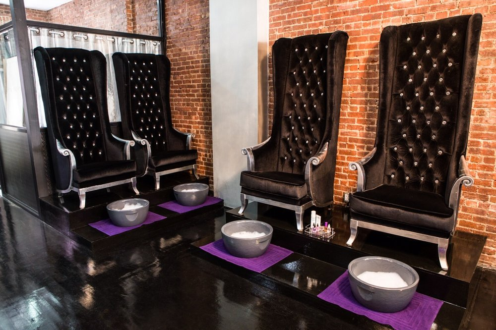 We Found NYC Trendiest Luxury Nail Salon and They Serve