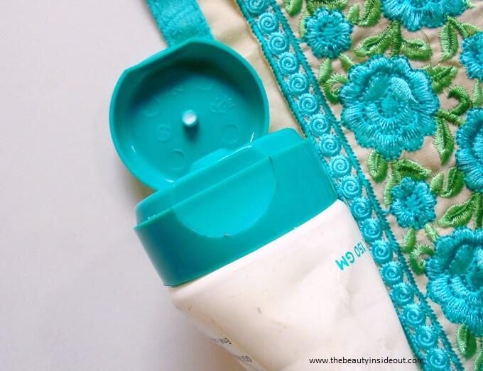 Venusia Max Intensive Moisturizing Cream Packaging