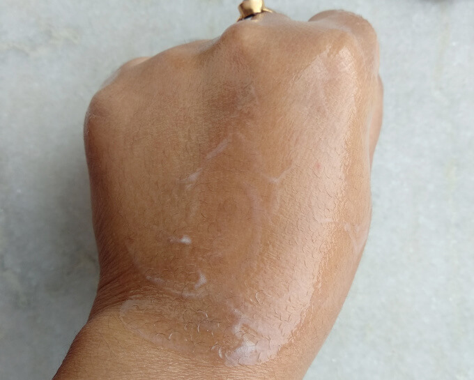Moiz-Cleansing-Lotion-Swatch