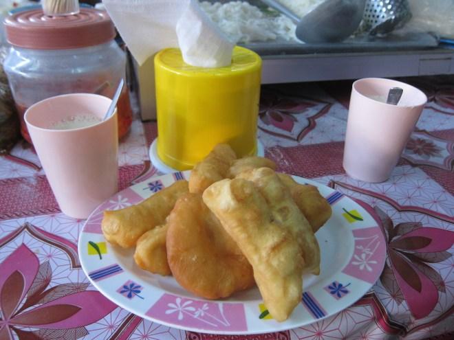Beignets et lait de soja pour le petit déjeuner