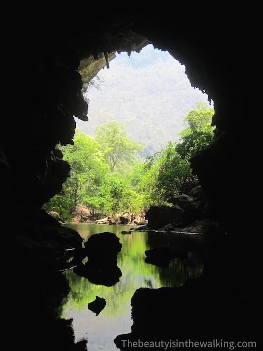 La grotte traversante de Xien Liab, Laos