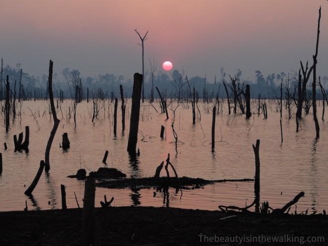 Coucher de soleil sur le lac artificiel de Nam Theun, Laos