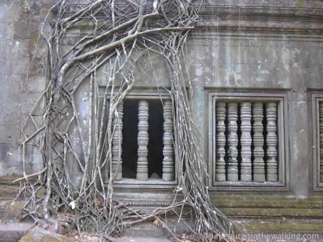 Par bonheur, le temple Bang Mealea n'a pas été rénové ni nettoyé et est assailli par la jungle.