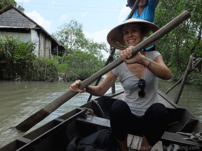 Boat trip throughout the canals around Cai Be