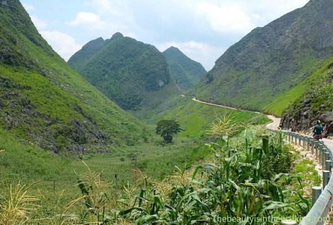 Montagnes avant Dong Van